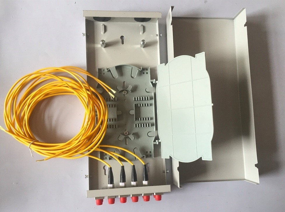 Mini Wall Outlet Fiber Distribution Box 4 / 8 / 12 Core FTTH Termination Box